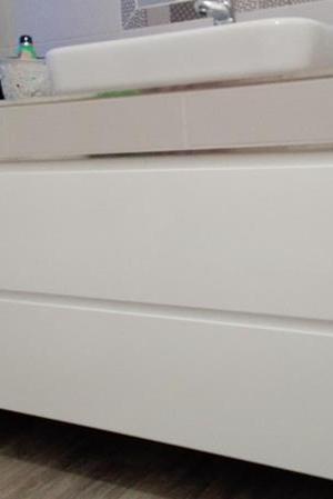 Białe szuflady